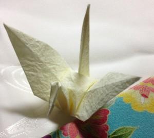 写真は和菓子の包装 に使われていた 揉み和紙で折った鶴 揉み和紙の襖紙も簡素で好みです